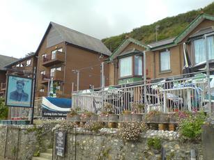 Long Shoreman Inn