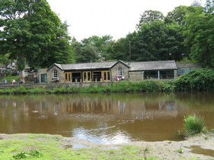 Boathouse Inn